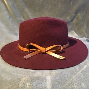 Burgundy fedora with leather contrast